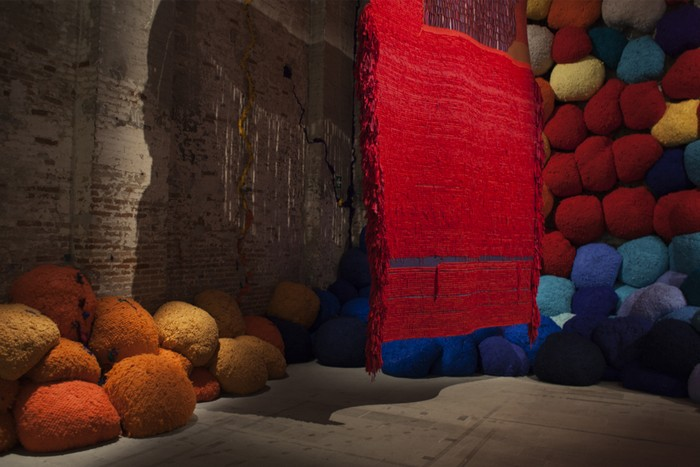 venice biennale Venice Biennale 2017: colorful installation by Sheila Hicks Venice Biennale 2017 colorful installation by Sheila Hicks artists I Lobo you12