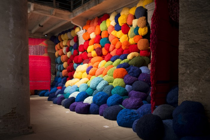 venice biennale Venice Biennale 2017: colorful installation by Sheila Hicks Venice Biennale 2017 colorful installation by Sheila Hicks artists I Lobo you2