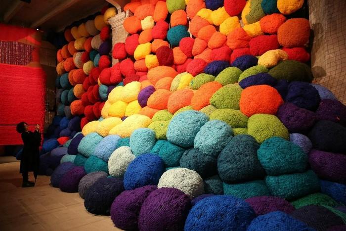 venice biennale Venice Biennale 2017: colorful installation by Sheila Hicks Venice Biennale 2017 colorful installation by Sheila Hicks artists I Lobo you3