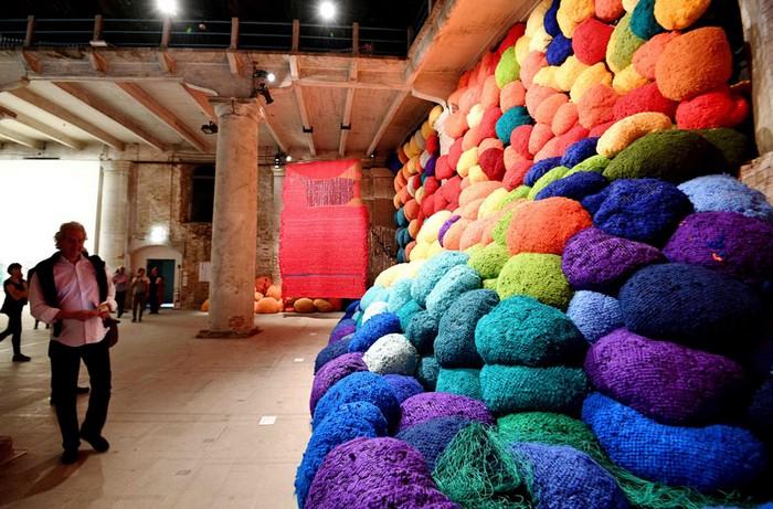 venice biennale Venice Biennale 2017: colorful installation by Sheila Hicks Venice Biennale 2017 colorful installation by Sheila Hicks artists I Lobo you4