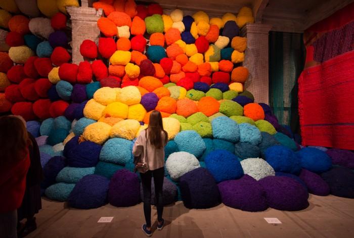 venice biennale Venice Biennale 2017: colorful installation by Sheila Hicks Venice Biennale 2017 colorful installation by Sheila Hicks artists I Lobo you5
