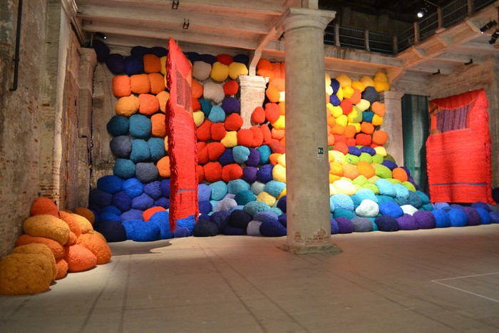 venice biennale Venice Biennale 2017: colorful installation by Sheila Hicks Venice Biennale 2017 colorful installation by Sheila Hicks artists I Lobo you7