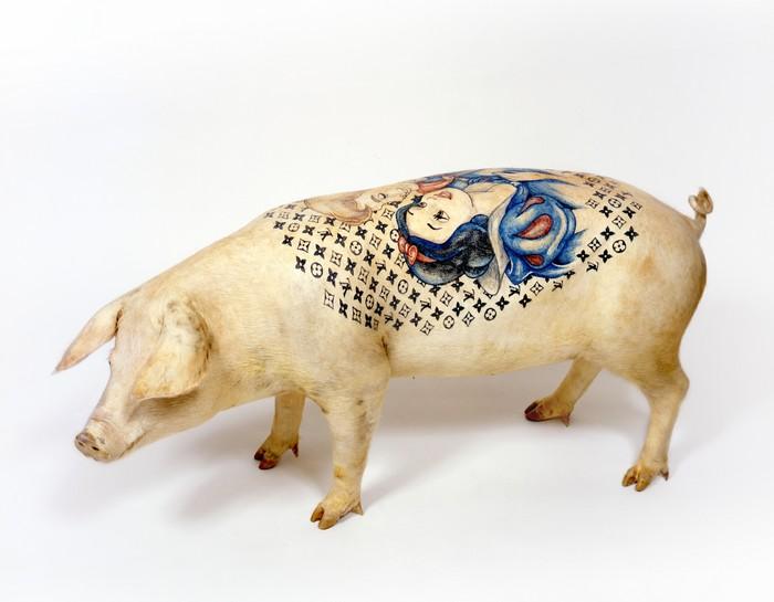 Wim Delvoye Artistic Pig Tattoos by Wim Delvoye Artistic Pig Taxidermy by Wim Delvoye artists I Lobo you2