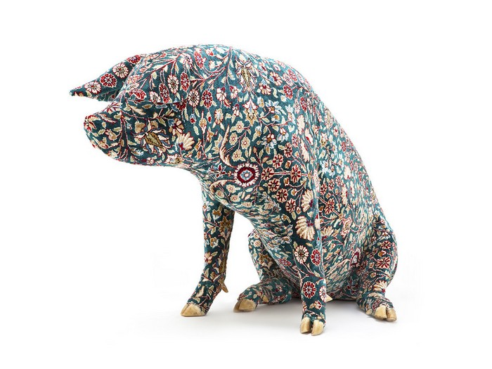 Artistic pig taxidermy by wim delvoye for Tattoo practice pig skin