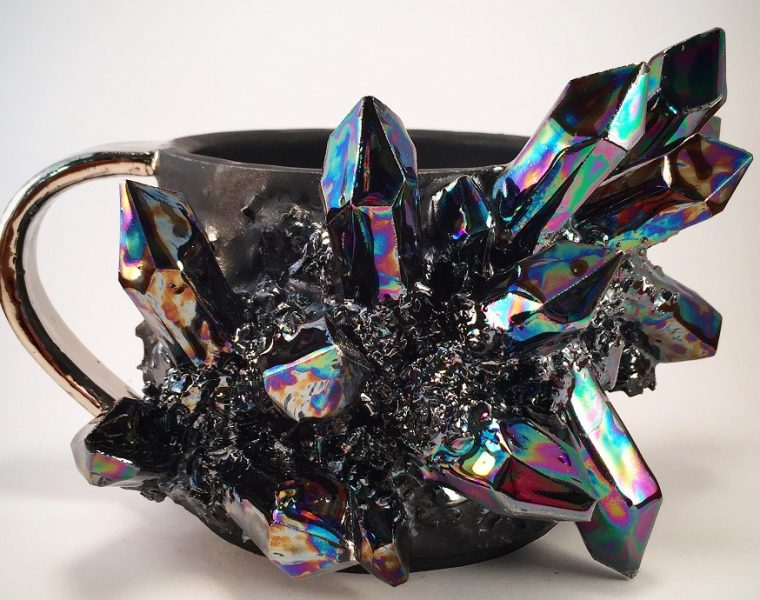 Collin Lynch is the artist behind these mugs, plates, and bowls that look crystallized in a shiny wayforming such incredible ceramic art.