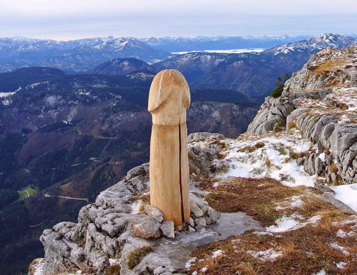 A mysterious sculpture appeared in the top of the World during this winter  season. While