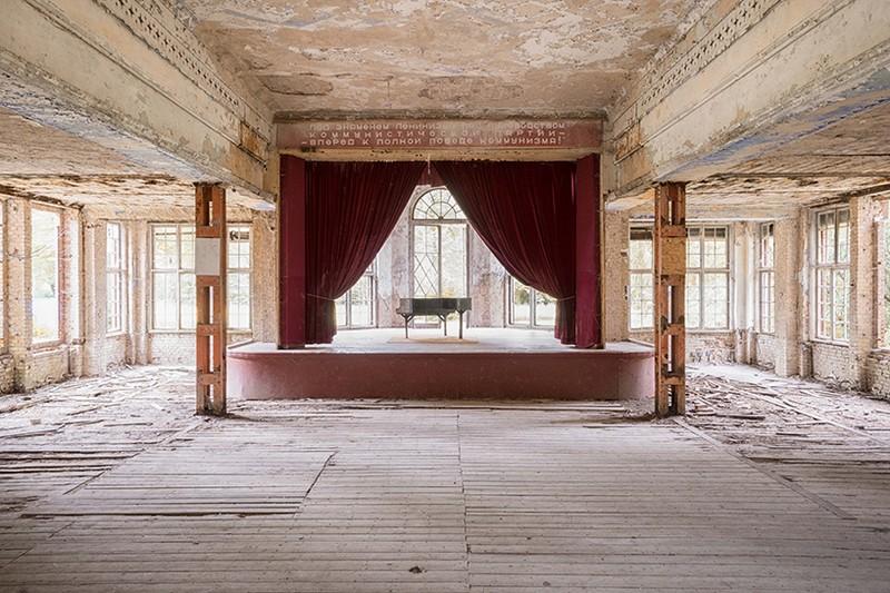 Romain Thiery Captures Broken Pianos As Art Photography Art Photography Romain Thiery Captures Broken Pianos As Art Photography photography i lobo you 10