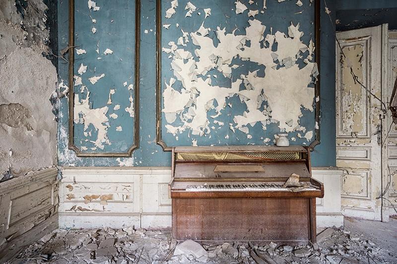 Romain Thiery Captures Broken Pianos As Art Photography Art Photography Romain Thiery Captures Broken Pianos As Art Photography photography i lobo you 12