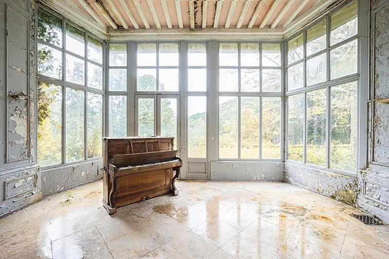 Art Photography Romain Thiery Captures Broken Pianos As Art Photography photography i lobo you 4