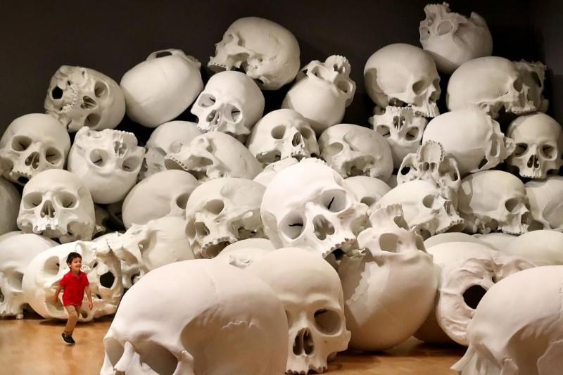 skull sculpture Skull Sculptures In A Room in Melbourne Sculptures of Skulls In A Room in Melbourne 10