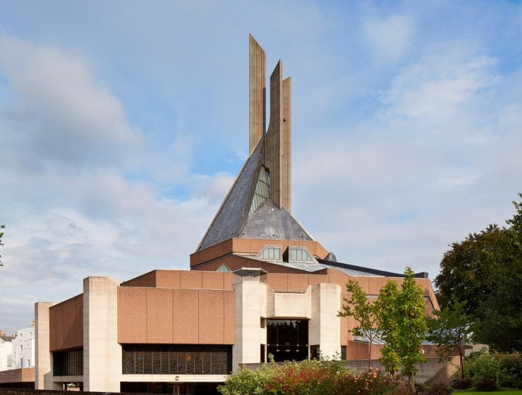 The Purcell architecture studio carried out a restructuring project of Clifton Cathedral in Bristol, turning it into a modern architecture praying site.