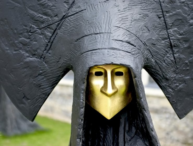 Philip Jackson is a renowned sculptor with an outstanding international reputation. His contemporary sculptures might seem like haunting beings.