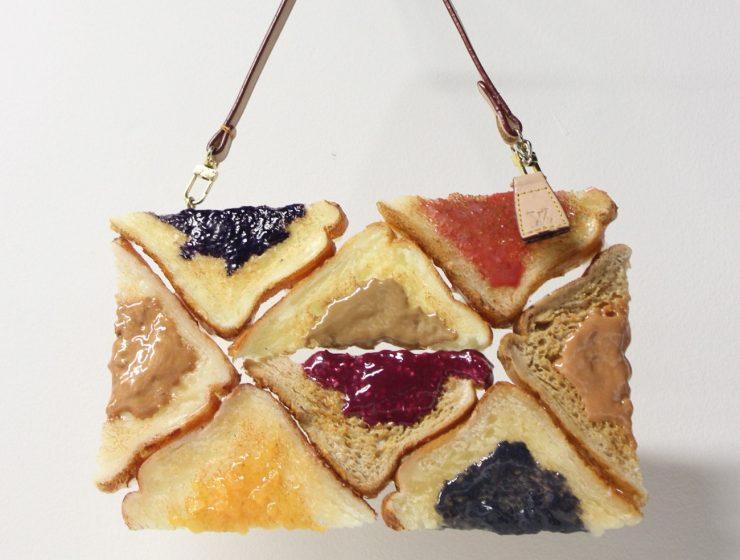 Contemporary art Contemporary art: Chloe Wise bread bags 1 Contemporary art Chloe Wise bread bags I Lobo you 740x560