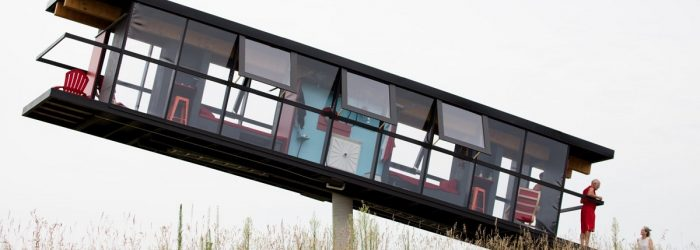 This is the most challenging house architecture. Who could have imagineda rotating home that's balancing on a single concrete column?