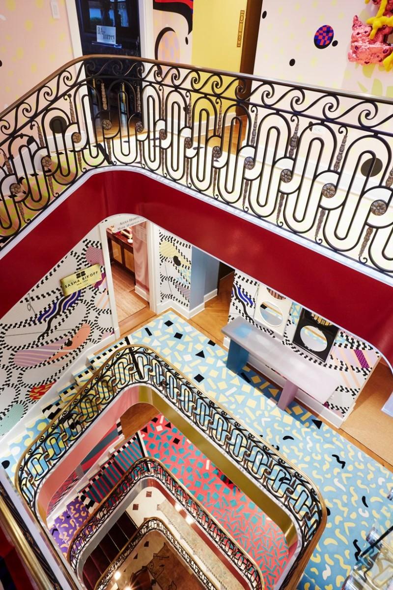 Sasha Bikoff's Bold Stair Art stair art Sasha Bikoff's Bold Stair Art Sasha Bikoff   s Bold Art 3