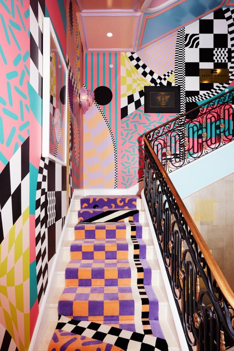 Sasha Bikoff's Bold Stair Art stair art Sasha Bikoff's Bold Stair Art Sasha Bikoff   s Bold Art 4