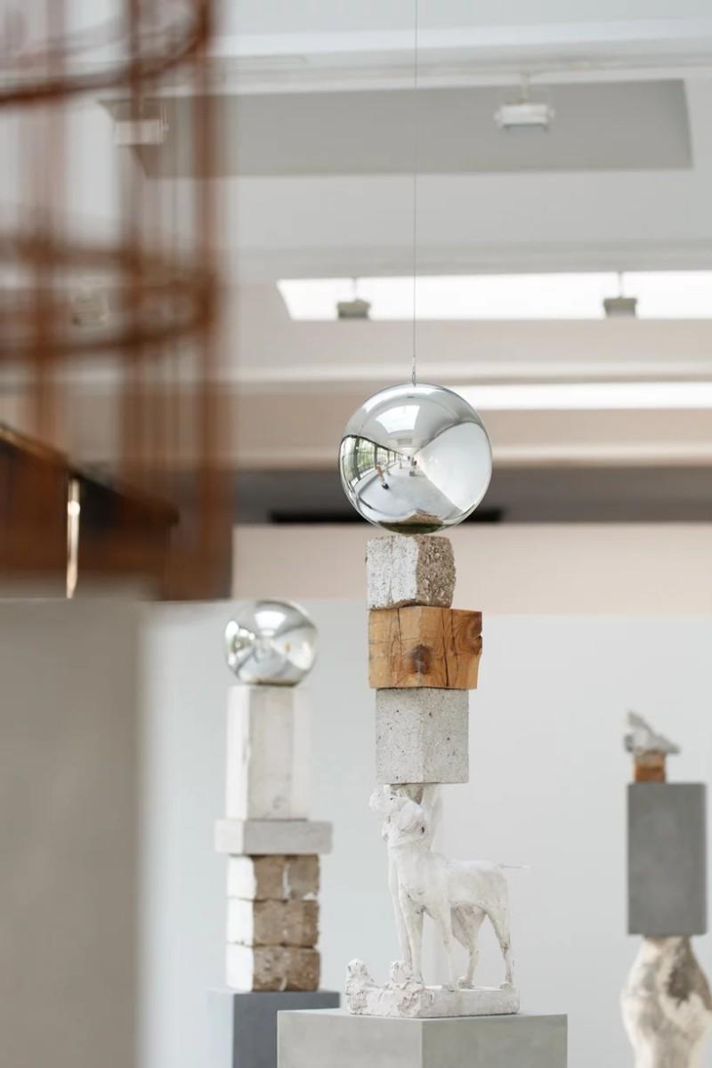 Davila's New Exhibition Traces The History of Sculpture Art Jose Davila Jose Davila's New Exhibition Traces The History of Sculpture Art Davila   s New Exhibition Traces The History of Sculpture Art 4