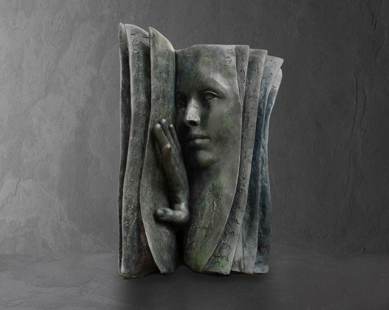Stunning Bronze Sculptures by Paola Grizi Book Sculptures Stunning Bronze Book Sculptures by Paola Grizi Stunning Bronze Sculptures by Paola Grizi 10