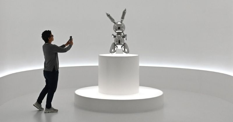 Jeff Koons' 'Rabbit' - The Most Expensive Work Ever by A Living Artist jeff koons Jeff Koons' 'Rabbit' – The Most Expensive Work Ever by A Living Artist JeffKoons Rabbit The Most Expensive Work Ever by A Living Artist 4