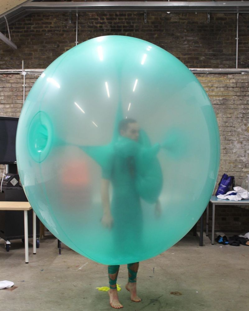A Fashion Exhibition With Shape-Shifting Balloon Dresses fashion exhibition A Fashion Exhibition With Shape-Shifting Balloon Dresses An Exhibition With Shape Shifting Balloon Dresses 10