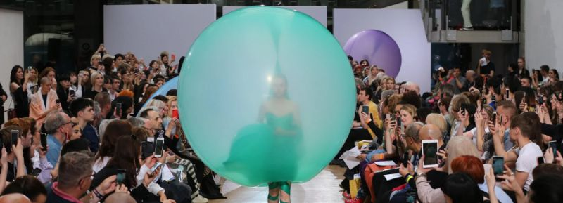 A Fashion Exhibition With Shape-Shifting Balloon Dresses fashion exhibition A Fashion Exhibition With Shape-Shifting Balloon Dresses An Exhibition With Shape Shifting Balloon Dresses