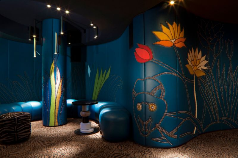 India Mahdavi's Rainbow-Bright Hued Restaurant Designs india mahdavi India Mahdavi's Colourful And Contemporary Restaurant Designs Mahdavis Most Flamboyant and Artsy Restaurant Design 12