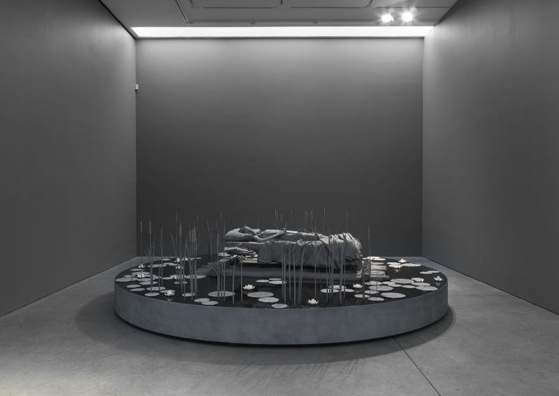 Monochrome Art Installation by Hans Op de Beeck hans op de beeck Monochrome Art Installation by Hans Op de Beeck Monochrome Art Installation 5