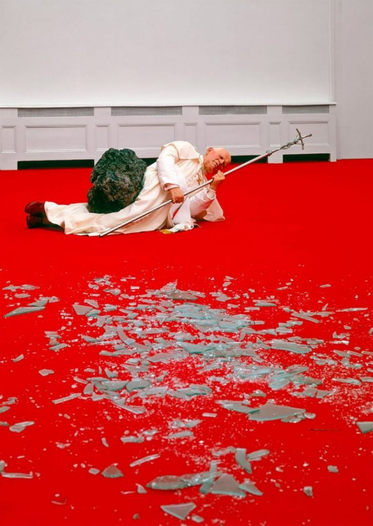Maurizio Cattelan's Controversial Artwork All Over The World maurizio cattelan Maurizio Cattelan's Controversial Artwork All Over The World Cattelans Controversial Artwork All Over The World 2 727x1024